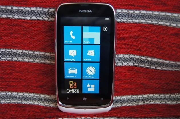 Nokia-Lumia-610-13