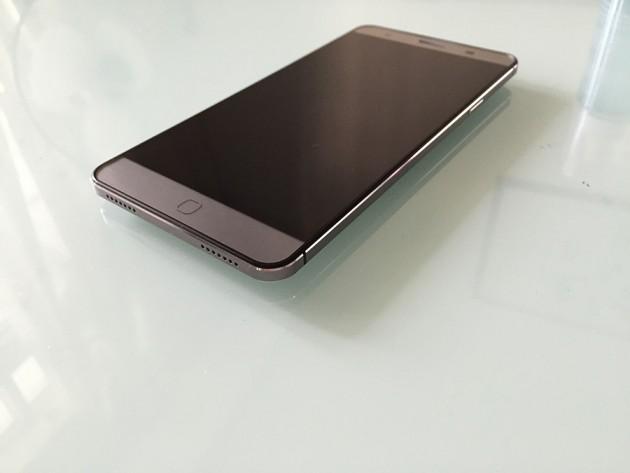 Elephone P700 3