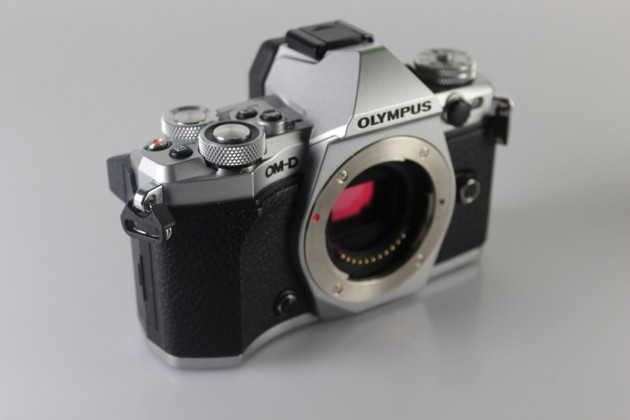 Olympus-OM-D-E-M5-Mark-II (18)