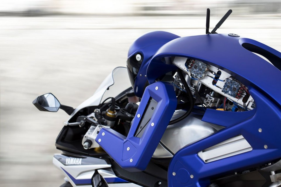 Motociclete autonome Yamaha