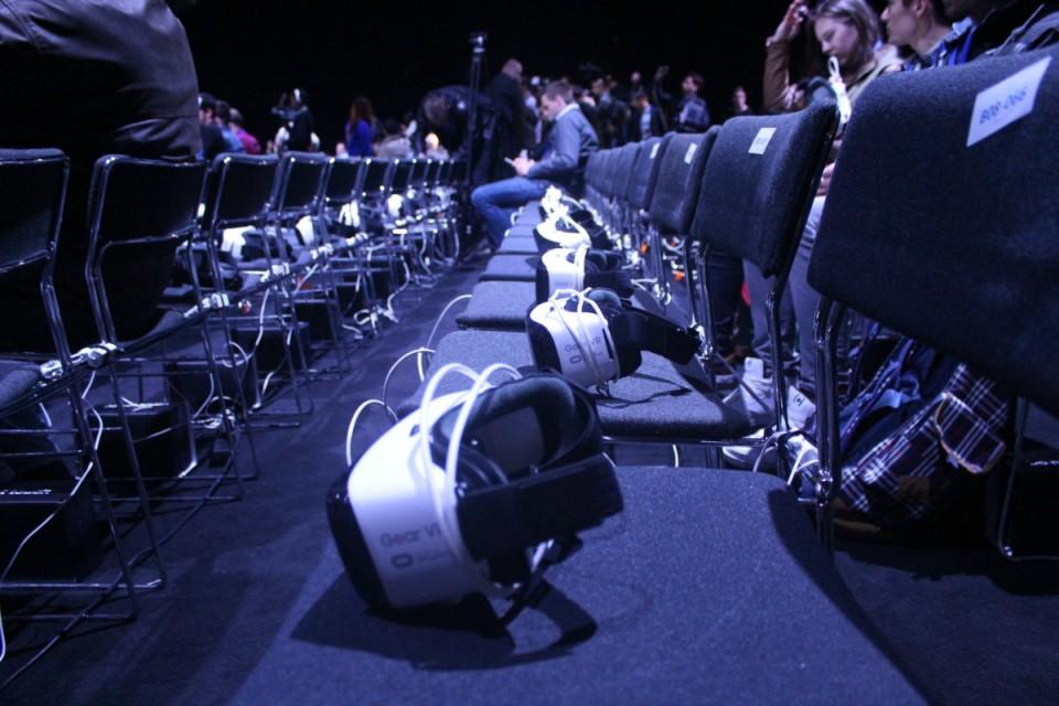 Samsung-Gear-VR-Unpacked-16