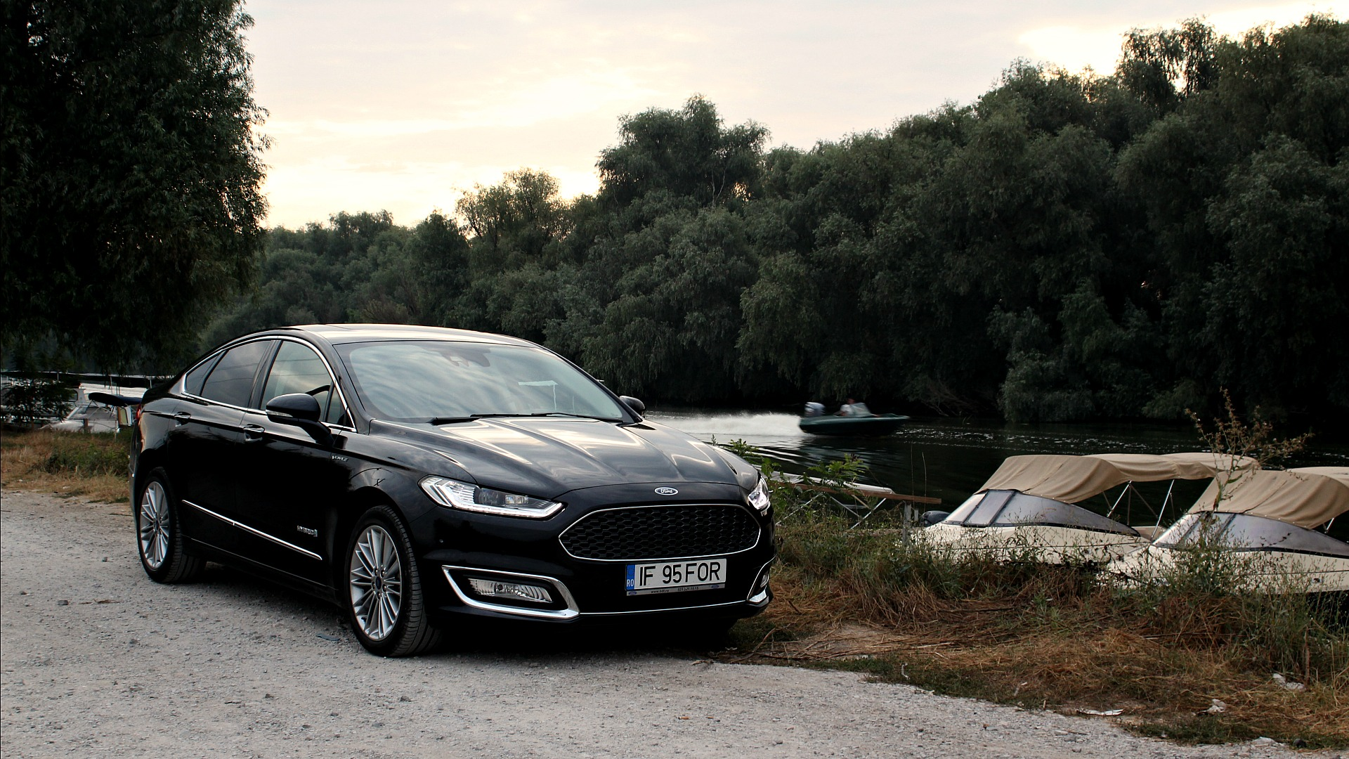 ford mondeo vignale hybrid review hi tech lifestyle. Black Bedroom Furniture Sets. Home Design Ideas