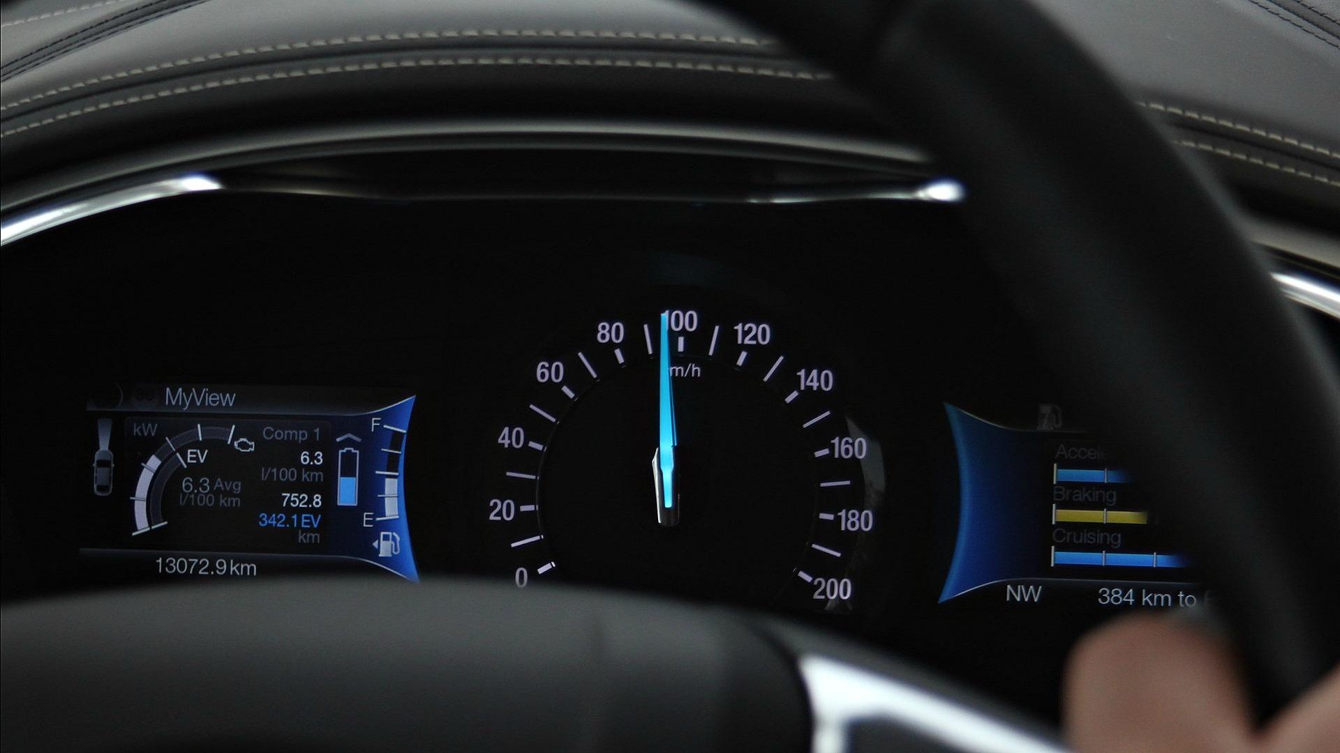 Ford Mondeo Vignale Hybrid Interior (11)