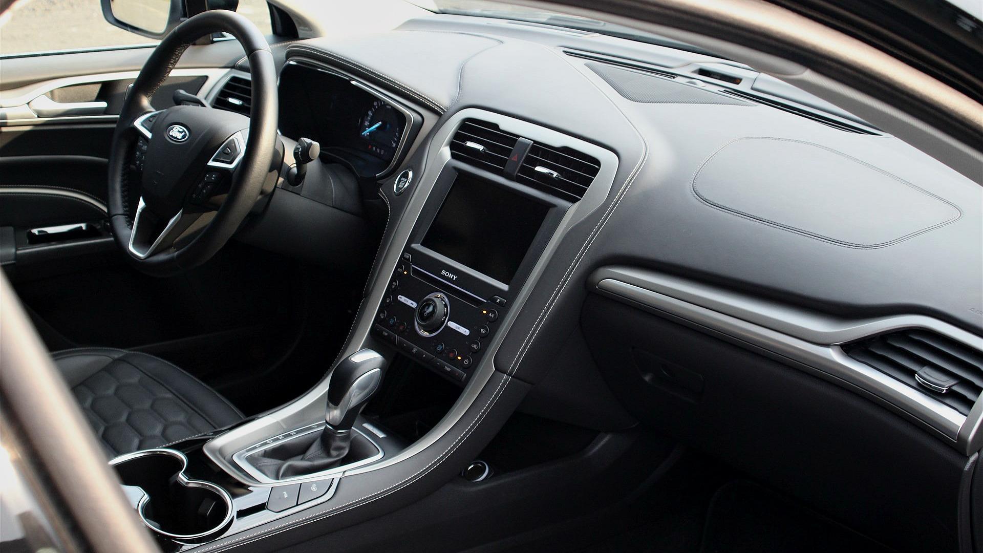 Ford Mondeo Vignale Hybrid Interior (5)