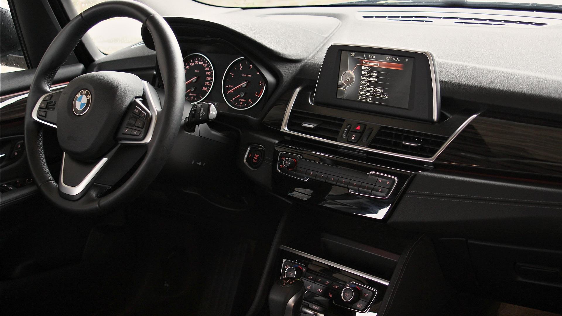 bmw-218d-gran-tourer-interior-10