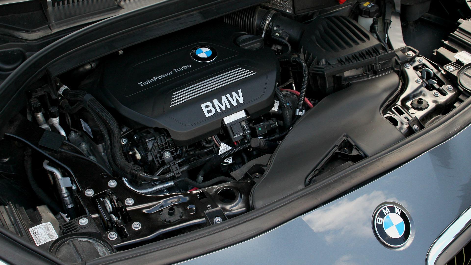 bmw-218d-gran-tourer-motor