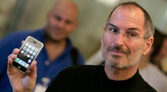 Primul iPhone ar fi putut arăta oribil dacă nu era Steve Jobs