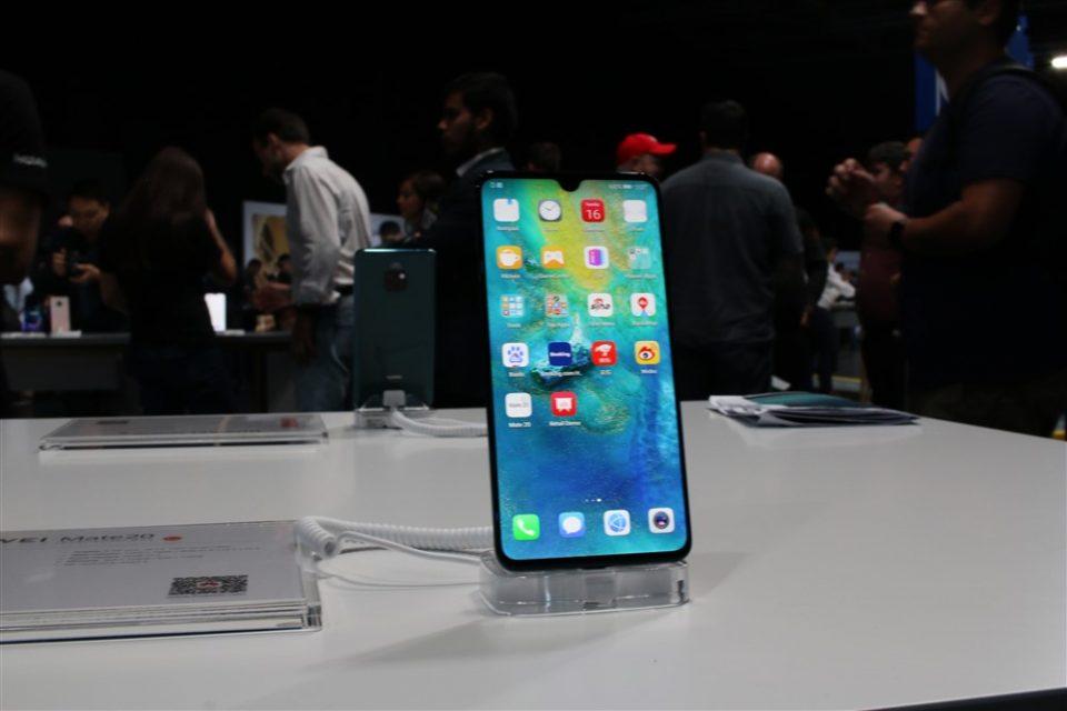 Huawei Mate 20 – hands-on cu smartphone-ul ce are cel mai bun raport display / corp din piață