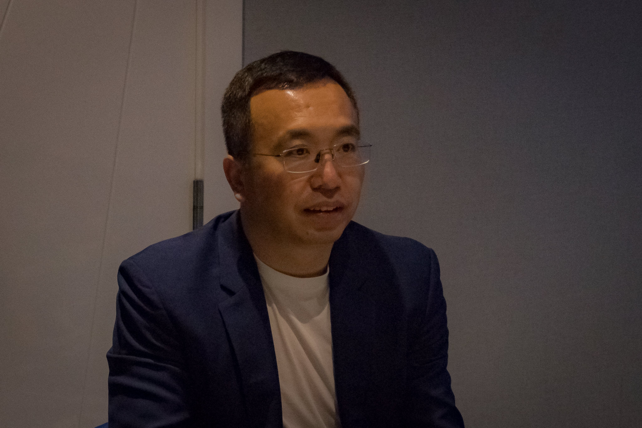 James Zou Honor Head of Honor Overseas Sales and Services Department