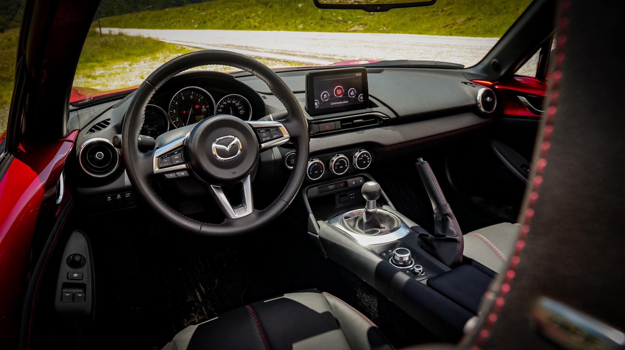 Mazda MX-5 2019 Skyactiv G184 M6 interior