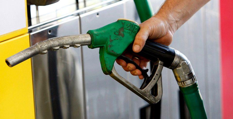 Preţul carburanţilor se îndreaptă spre 4 lei / litru