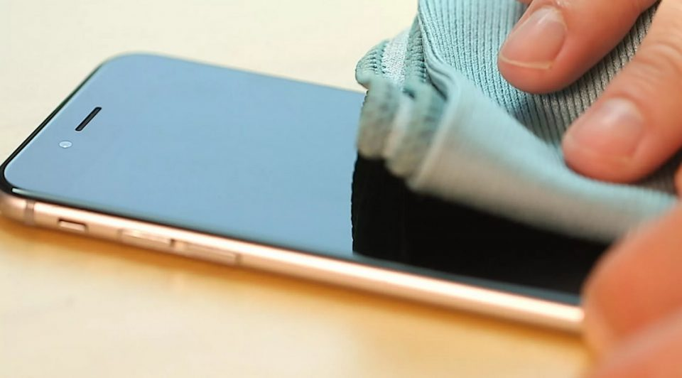 Dezinfectaţi telefoanele ! Virusul SARS-CoV-2 poate supravieţui pe acestea până la 9 zile