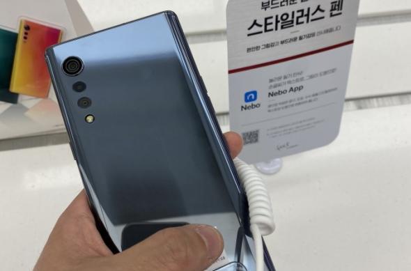 LG Velvet apare expus într-un magazin din Coreea de Sud
